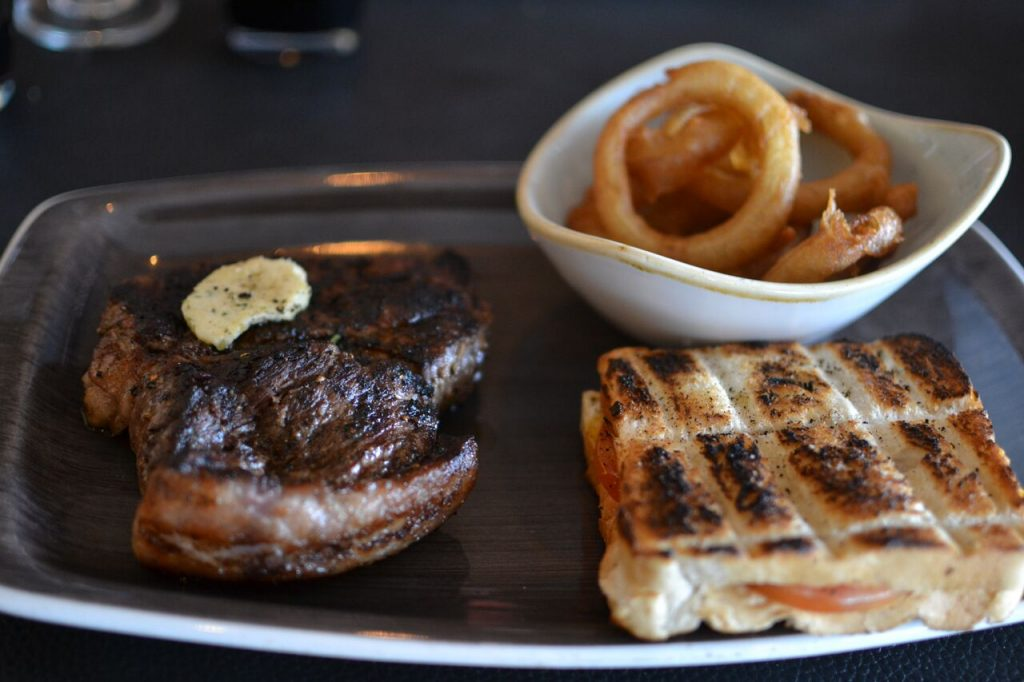 The Braai Room, Fourways, Social Savage, Boozy Foodie, Johannesburg Restaurants, Meat dishes, steak, sirloin, rump steak, braaibroodjie
